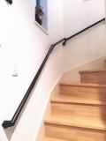 階段の黒い手摺り取付工事