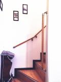 メゾネットマンションの階段手すり