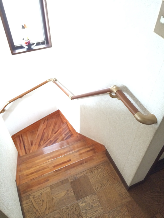 階段手すりの取付工事2